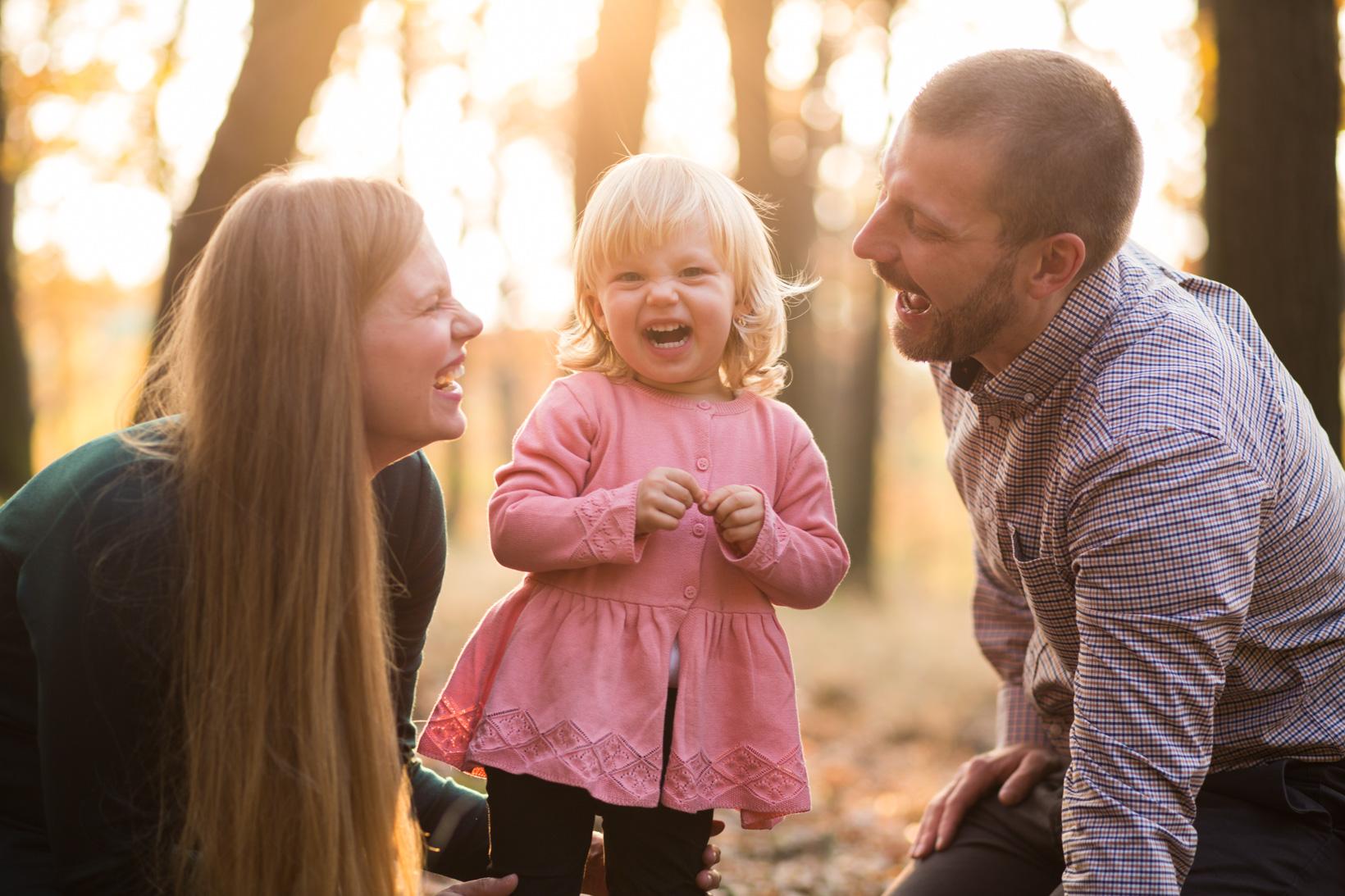 Lifestyle rodinné focení v přírodě s dětmi na procházce
