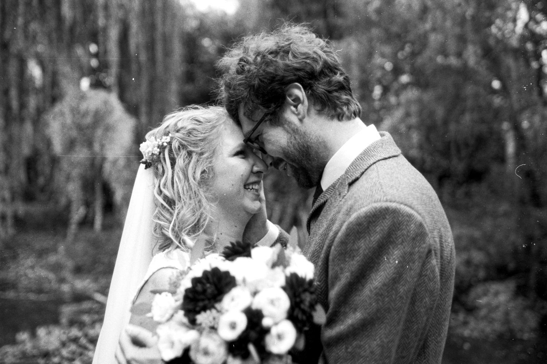 černobílá svatební fotografie film - alžběta pilařová